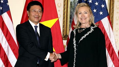 Hai ngoại trưởng Phạm Bình Minh và Hillary Clinton tại New York tháng 9/2011