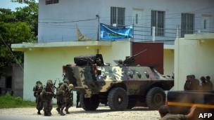 Tanque militar en una ciudad de Guatemala