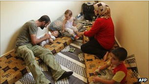Familia siria refugiada en Líbano.