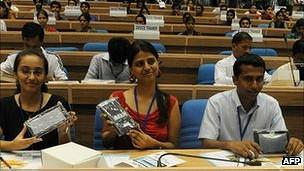 Estudiantes indios con la Aakash