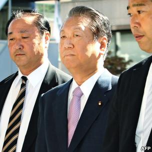 小泽一郎抵达东京地方裁判法院(6/10/2011)