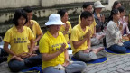 Ngồi thiền trước lãnh sự quán TQ sáng 6/10/2011