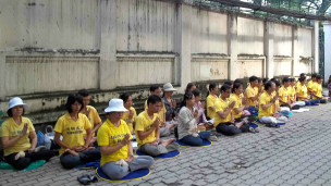 Thiền tập thể trước lãnh sự quán Trung Quốc ở TP HCM hôm 06/10