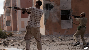 Tropas del CNT en Sirte.
