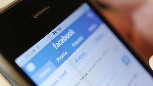 Portada de Facebook en un celular