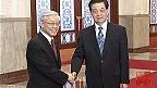 Ông Nguyễn Phú Trọng (trái) và ông Hồ Cẩm Đào tại Đại lễ đường nhân dân.