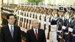 Chủ tịch Hồ Cẩm Đào và TBT Nguyễn Phú Trọng duyệt đội danh dự