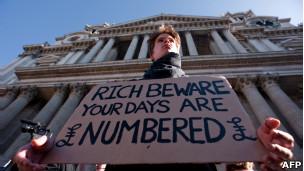 'Ricos, seus dias estão contados', diz manifestante em Londres