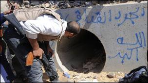 الموقع الذي اعتقل فيه القذافي
