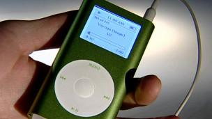 Una mano con un iPod
