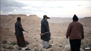 Các chiến binh Libya trên đồi gần núi Nalut