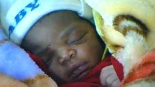Bebê em Zâmbia (BBC)