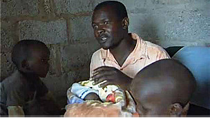 Robert Phiri e os filhos (BBC)