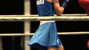 La minifalda divide al boxeo femenino