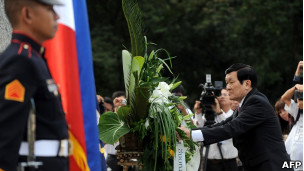 Chủ tịch Trương Tấn Sang đặt hoa ở tượng đài Jose Rizal