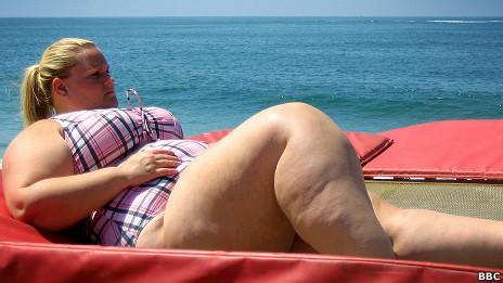 Chica gorda en vestido de baño