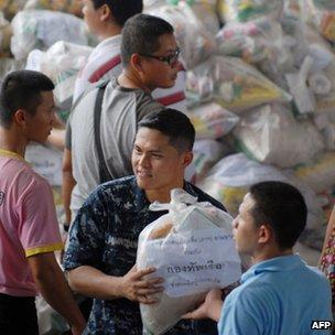 Hải quân Mỹ tham gia cứu hộ lũ lụt ở Thái Lan