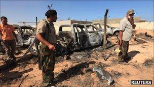 Đoàn xe tháp tùng cuộc chạy trốn của Đại tá Gaddafi