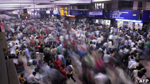 Una multitud en la estación de Nueva Delhi