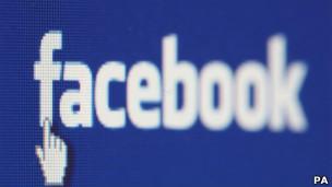 Facebook dijo que le hará llegar sus observaciones sobre la investigación a los autores. Investigadores de la Universidad de British Columbia, en Vancouver, dieron a conocer una nueva técnica que hace posible robar información de Facebook. Utilizando socialbots, programas que imitan perfiles reales de Facebook, los investigadores fueron capaces de recopilar grandes cantidades de información personal de los usuarios de la red social. Según los expertos, cada vez más los criminales cibernéticos están usando los software socialbots, que son puestos a la venta en internet por una cifra tan baja de US$29 dólares. Facebook cuestionó la investigación y dijo que