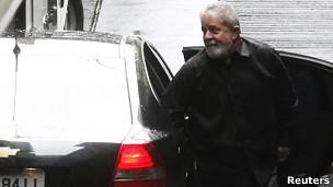 Ex-presidente Lula chega ao hospital Sírio Libanês para dar início à quimioterapia (Foto: Reuters)