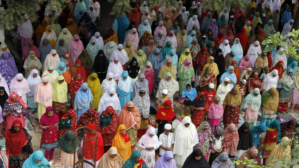 بالصور: المسلمون انحاء العالم يحتفلون