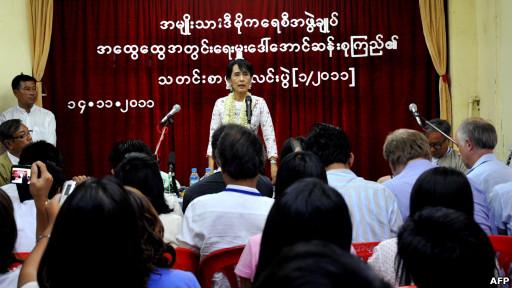 Pemimpin gerakan demokrasi Burma, Aung San Suu Kyi, mengatakan pemerintah Burma telah menempuh langkah positif menuju reformasi.