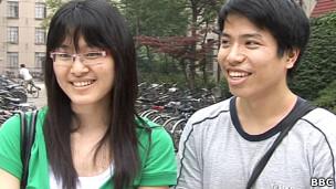 Hai sinh viên Việt Nam tại Thượng Hải