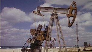 Equipos petroleros en Cuba