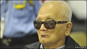 Cựu lãnh tụ Khmer Đỏ, ông Nuon Chea, tại phiên tòa ngày 21/11/2011