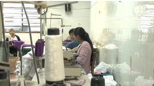 Bolivianos trabajando en un taller de costura en Sao Paulo