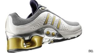 Modelo de tênis da Adidas, em foto de arquivo