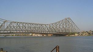 Puente Howrah en Calcuta, India.