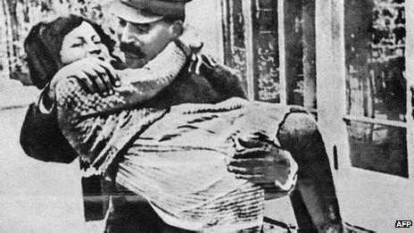 Bà Svetlana Alliluyeva, con gái Stalin