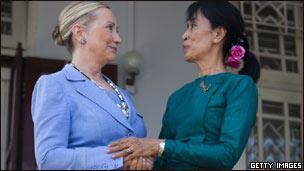 Clinton dan Suu Kyi
