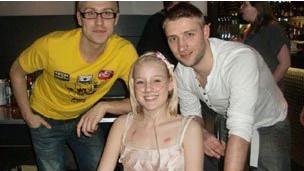 Kirstie, Stuart y cómico Russell Howard