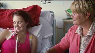 Zoe y su madre, Tracey.