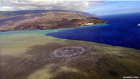 """El volcán """"submarino"""" junto a la isla de El Hierro"""