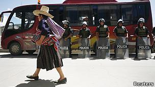 policía antimotines desplegada en cajamarca