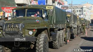 солдаты внутренних войск голосуют на выборах Госдумы