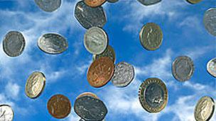 Monedas cayendo del cielo
