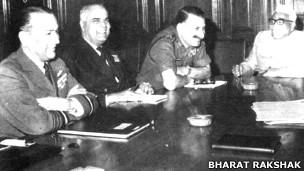 तीनों सेनाध्यक्षों के साथ जगजीवन राम