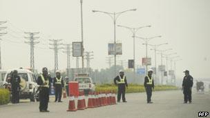 警方在通往烏坎的道路上設置了檢查站(14/12/2011)