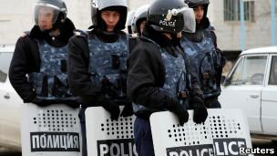 Cảnh sát triển khai chống biểu tình ở Zhanaozen, Kazakhstan