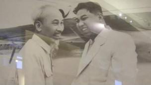 Ông Hồ Chí Minh và Kim Nhật Thành ở Bình Nhưỡng năm 1957 (ảnh: Trang web Đảng Cộng sản Việt Nam)