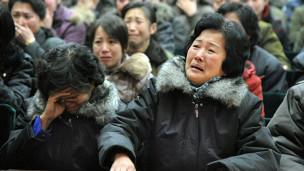 Người dân Bắc Hàn than khóc