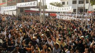 广东陆丰乌坎村村民抗议政府夺走土地