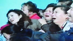 Người dân Bắc Hàn khóc thương ông Kim