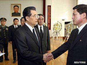 Chủ tịch Hồ Cẩm Đào đến viếng ông Kim Jong-il tại Đại sứ quán Bắc Triều Tiên ở Bắc Kinh: