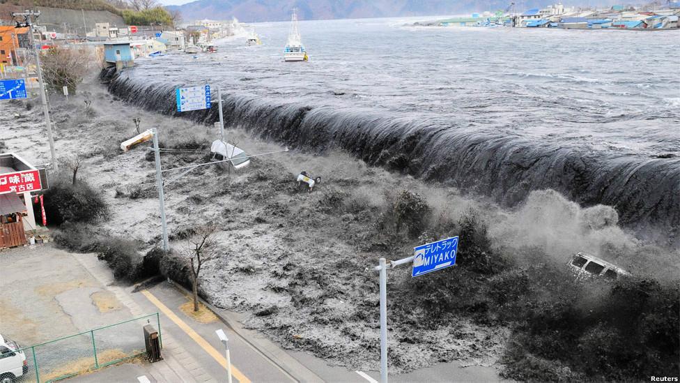 Ola del tsunami de Japón